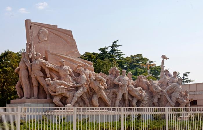 Sculpture_of_revolutionary_struggle_at_Mao_Zedong_Mausoleum,_Tiananmen_Square
