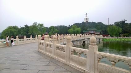 Die berühmte Yong An-Brücke im Beihai Park;